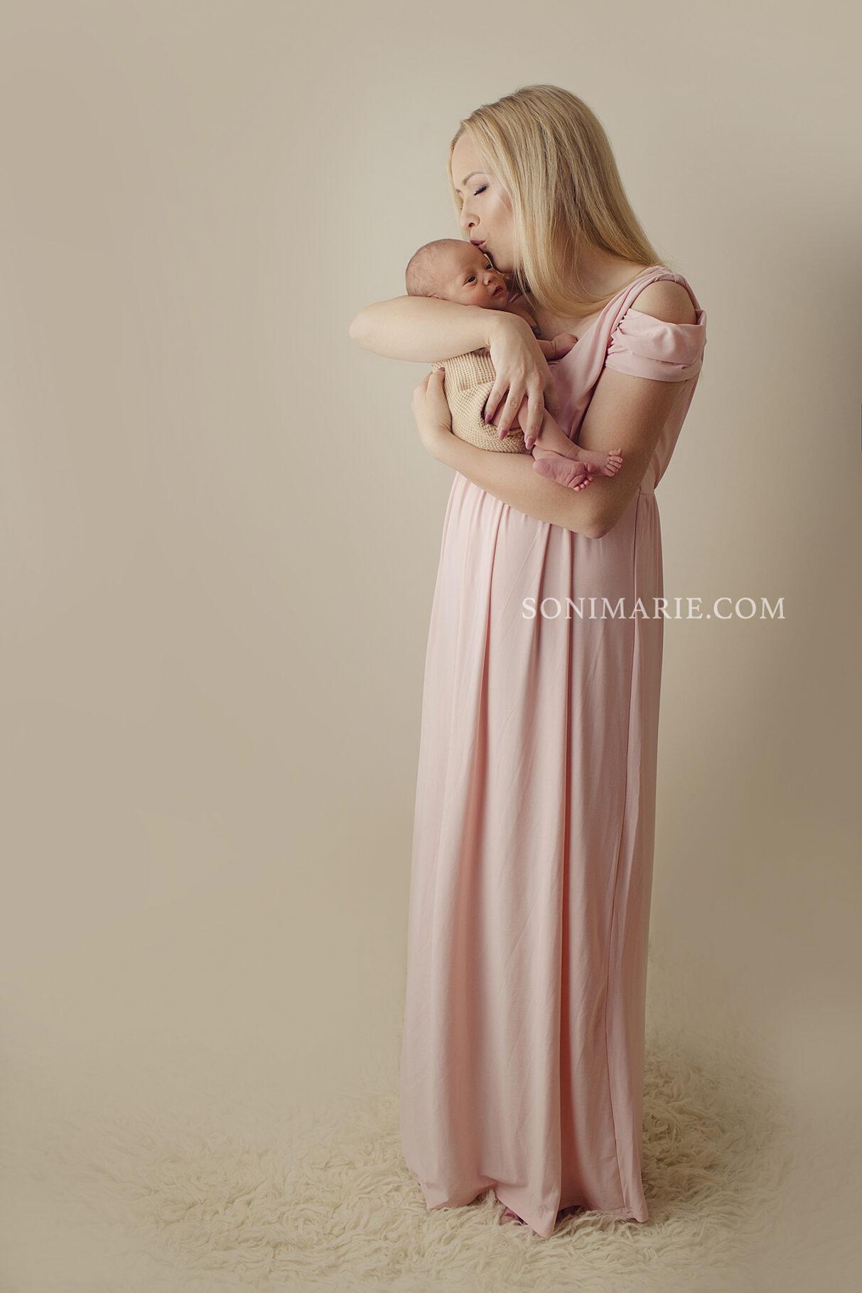 sesja noworodkowa wroclaw warszawa sesja mamy z dzieckiem.jpg